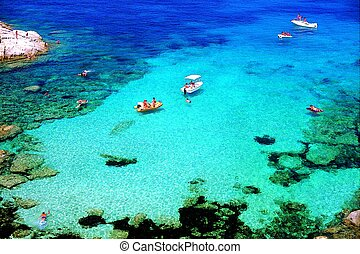 Touquoise transparent sea - Beautiful transparent sea in...
