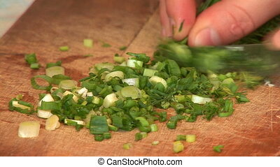 sliced onion - slicing onions to prepare cold dishes