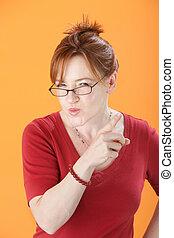 sospechoso, mujer, con, lentes