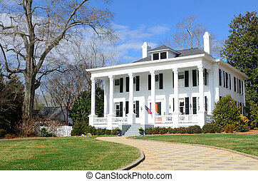 Antebellum Home - Historic Antebellum house in Madison,...