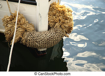 Rope Fender - Boat head with a big rope wicker fender