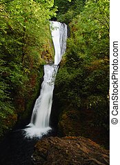Bridal veil falls in Oregon