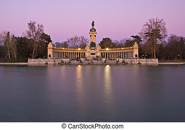 Memorial in Retiro city park, Madrid - Evening long exposure...