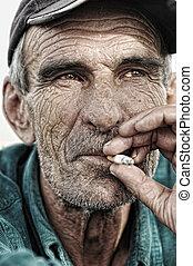 viejo, hombre, Fumar
