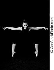 ballerina in posa - ballerina sulle punta in posa atletica