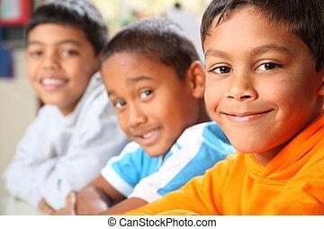 knaben, Lächeln, hauptsächlich, Schule, drei