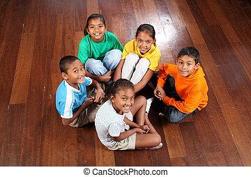Klassenzimmer, sechs, Kinder, Boden