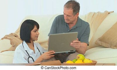 Nurse giving explanations on a laptop