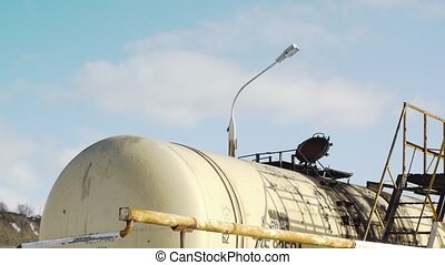 train  fuel  tanks  gas station