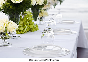 Wedding table setting near whe beachfront