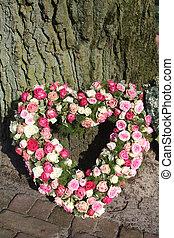 corazón, formado, condolencia, floral, arreglo