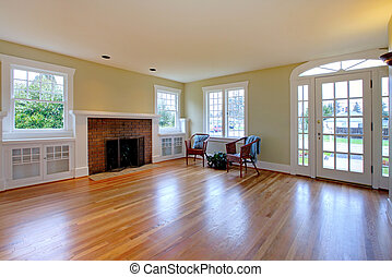 Large historical empty living room - Cute old house in...