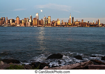new york city skyline over hudson river - photo new york...