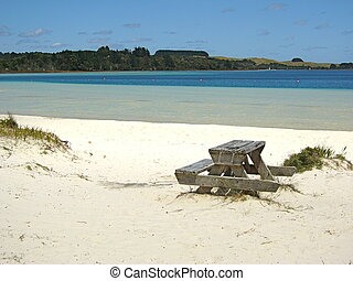 Kai Iwi Lake - Picknick table at white beach at Kai Iwi...