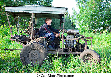 home-made tractor - Tractor runs an unusual home-made...