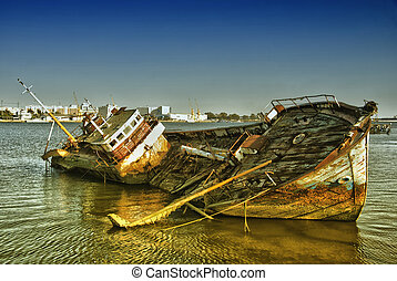 Big historic spanish ship wreck - Abandoned ship wreck in...