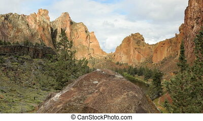 Smith Rock state park, Oregon, dolly shot