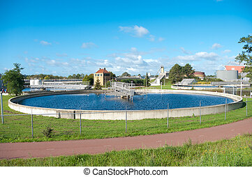 waste water treatment bassin - single bassin of a waste...