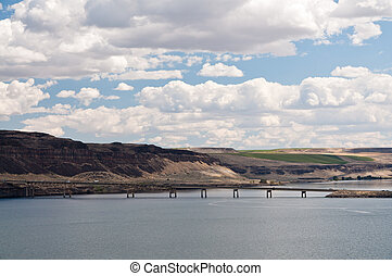 Vantage bridge crossing Columbia river in Eastern Washington