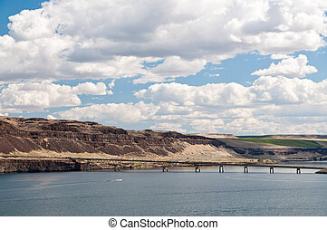 Vantage bridge on I-90 in Eastern Washington