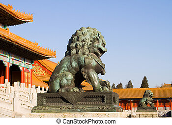 Statue of bronze Chinese lion - guardian of the Forbidden...