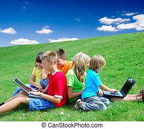 Laptops, crianças
