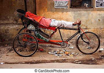 the rickshaw - Indian the rickshaw sleeps in the vehicle...