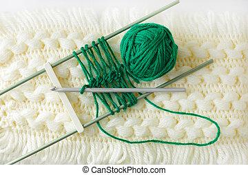 Yarn - Handmade of cashmere scarf patten with green yarn...