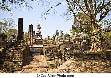 Wat Chedi Chet Thaeo - part of the ruin of Wat Chedi Chet...