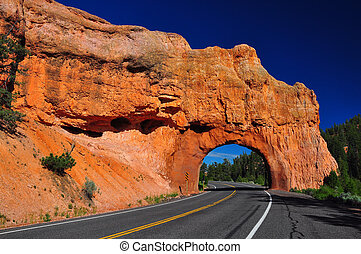 Red Arch road tunnel at bryce canyon - Red Arch road tunnel...