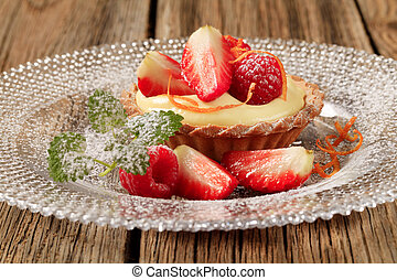Fruit tart with pudding
