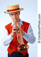Closeup picture of a man playing on trumpet