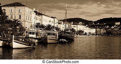 Toned Losinj port