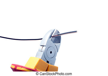 Cutting cable with nippers - Cutting cable with nippers...