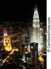 petronas towers in kuala lumpur malaysia - petronas towers...