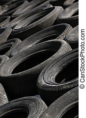 Pile of discarded tyres (2)