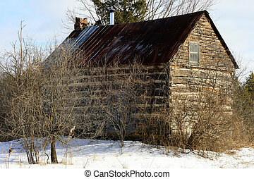 Abandoned log home - An old log home no longer lived in sits...