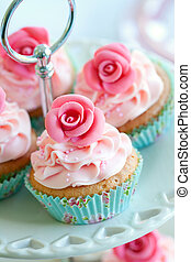 Vintage cupcakes - Cupcakes decorated with sugar roses