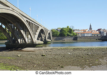 new road bridge across river Tweed at Berwick-upon-tweed -...