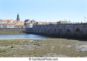 old bridge across river Tweed at Berwick-upon-tweed -...