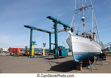 Boat repairs, Astoria OR. - Large marine lifter crane to...