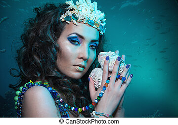Underwater queen with treasures - Beauty shoot of a woman...