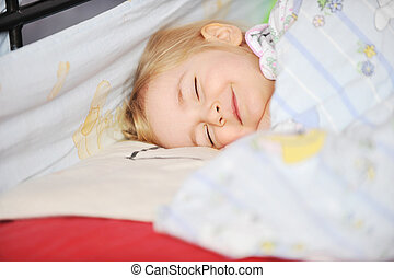 girl sleeping - Cute little girl sleeping in bed