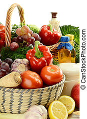 Composition with raw vegetables and kitchen dishes