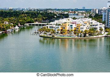 Luxury condos in Miami Beach - Luxury condominum units in...