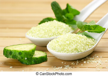 Bath salt with mint and cucumber - Bath salt in white...