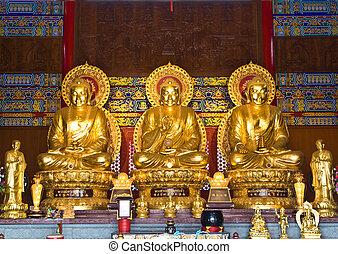 buddha statue in Wat-Leng-Noei-Yi2