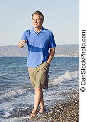 camminare, spiaggia, lungo, uomo