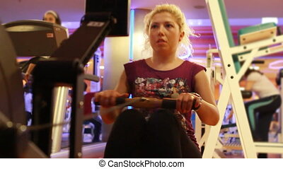girl doing sports in a gym