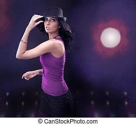 morena, joven, belleza, bailando